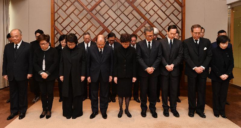 行政長官林鄭月娥今日(二月十三日)早上在行政長官辦公室率領行政會議成員為上周六大埔公路交通意外罹難者默哀。