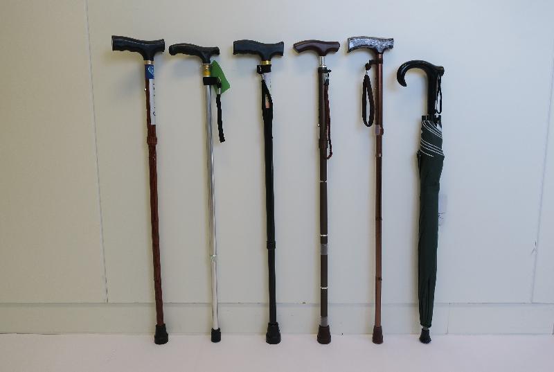 香港海關今日(二月十四日)公布過去兩星期就手杖及手杖傘進行巡查行動,發現五款懷疑不安全的手杖及一款懷疑不安全的手杖傘。