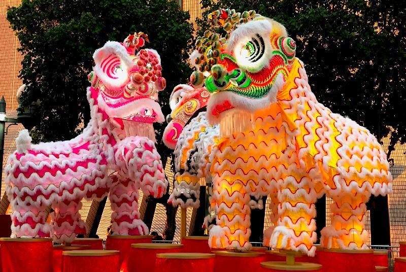 康樂及文化事務署將舉行大型綵燈會和綵燈展,與市民共慶元宵佳節。由非物質文化遺產辦事處策劃的傳統紮作技藝展示於三月一日至六日舉行,展出由本地師傅紮作的不同造型舞獅綵燈。