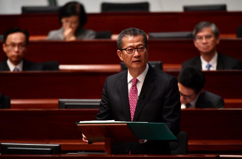 財政司司長陳茂波今日(二月二十八日)在立法會宣讀二零一八至一九年度《財政預算案》。