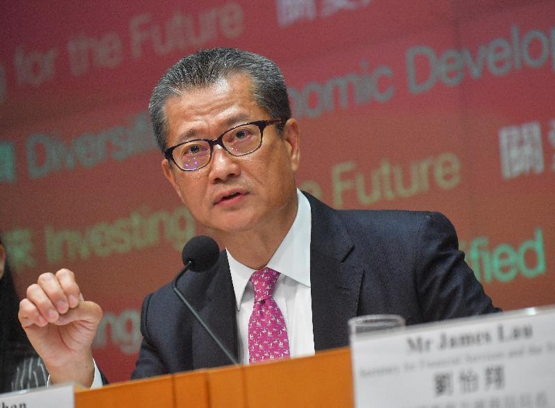 財政司司長陳茂波今日(二月二十八日)下午在添馬政府總部舉行二零一八至一九年度《財政預算案》記者會,進一步介紹《財政預算案》的內容。