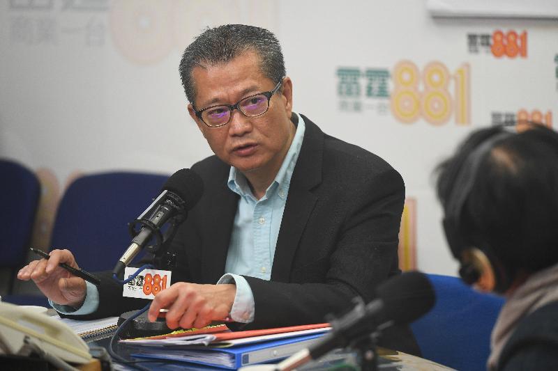 財政司司長陳茂波今日(三月三日)上午出席商業電台節目《政經星期六》,回應有關二零一八至一九年度《財政預算案》的提問。