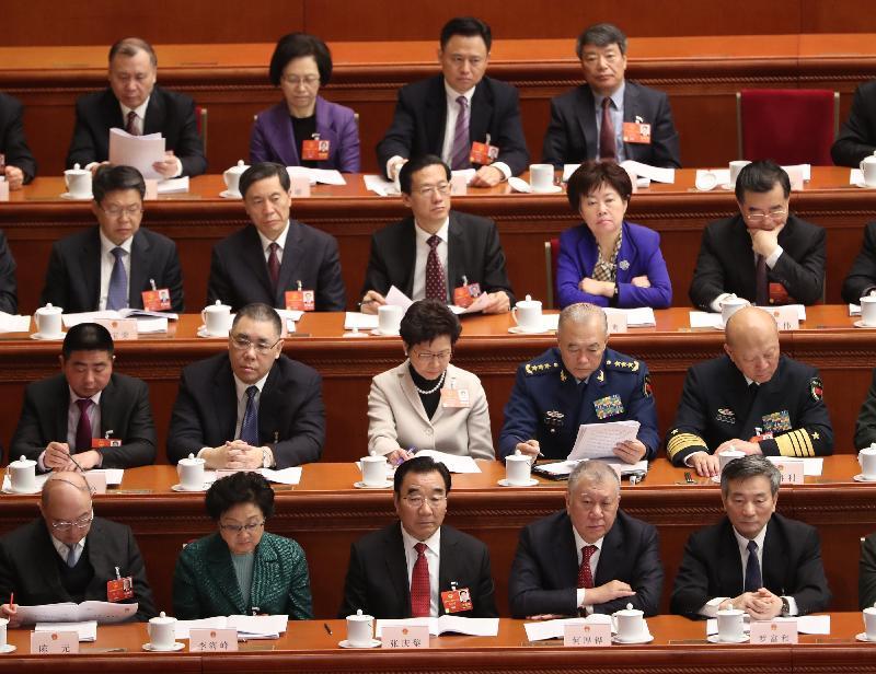 行政長官林鄭月娥(第二排左三)今日(三月五日)上午在北京列席第十三屆全國人民代表大會第一次會議開幕式。