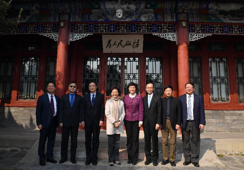 The Chief Executive, Mrs Carrie Lam, met with the Party Secretary of Tsinghua University, Professor Chen Xu, in Beijing today (March 6). Photo shows Mrs Lam (fourth left); Professor Chen (fourth right); the Deputy Party Secretary of Tsinghua University, Dr Li Yibing (third left); the Secretary for Constitutional and Mainland Affairs, Mr Patrick Nip (third right); the Director of the Chief Executive's Office, Mr Chan Kwok-ki (first right); and other participants before the meeting.