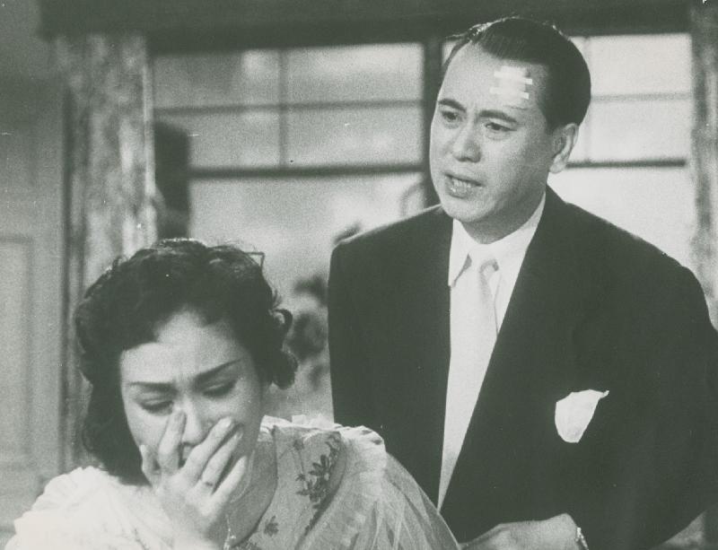 康樂及文化事務署香港電影資料館的「影畫早晨」節目將以「最佳拍檔之談談情」為題,選映六對為人熟悉的銀幕情侶的代表作。圖為《春殘夢斷》(1955)劇照。