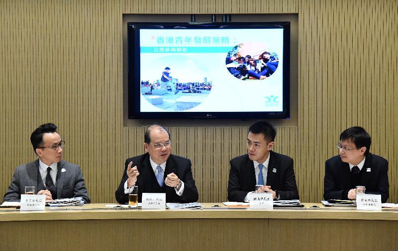 政務司司長張建宗今日(三月七日)下午出席青年事務委員會第144次會議,聽取委員介紹《香港青年發展策略:公眾參與報告》。圖示張建宗(左二)在會議上發言。