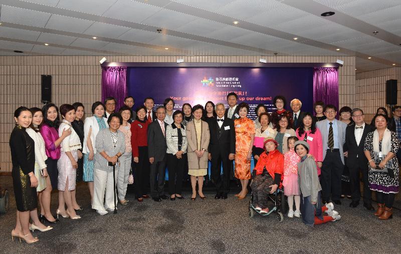 行政長官林鄭月娥今日(三月十三日)出席「亮起來」展能藝術慈善匯演2018,並與表演者和其他嘉賓在開幕儀式上合照。