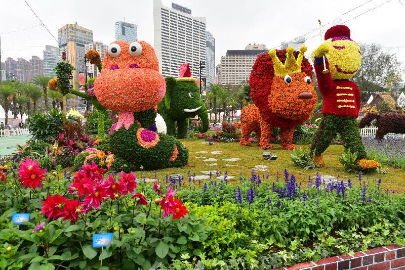 二零一八年香港花卉展覽明日(三月十六日)至三月二十五日,在維多利亞公園舉行。今年花展的主題花是「大麗花」,以「心花放」為主題。圖示以節日巡遊為主題的大型花壇,展出可愛的動物造型。