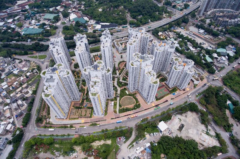 香港房屋委員會利用微氣候研究,配合自然環境來規劃洪福邨的樓宇布局,設置兩條分別30米和15米闊的景觀廊。