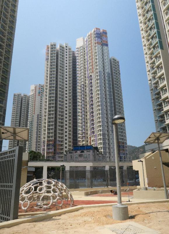 屯門欣田邨五座公共租住房屋大樓今日(三月二十三日)開始入伙。