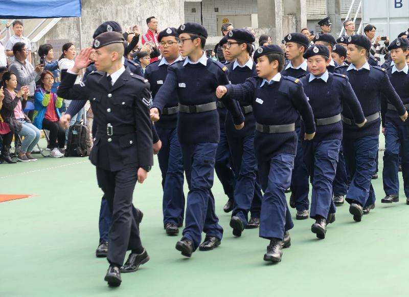 民眾安全服務隊(民安隊)少年團今日(三月二十四日)在民安隊總部舉行第108屆新團員結業會操。圖示少年團員步操越過檢閱台。