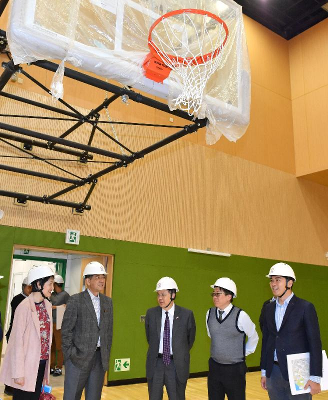 The Chief Secretary for Administration, Mr Matthew Cheung Kin-chung (centre),  today (March 26) visits the Tsuen Wan Sports Centre, which will soon be completed for public use. Joining him are the Chairman of the Tsuen Wan District Council, Mr Chung Wai-ping (second left); the Vice Chairman of the Tsuen Wan District Council, Mr Wong Wai-kit (first right); and the District Officer (Tsuen Wan), Miss Jenny Yip (first left).
