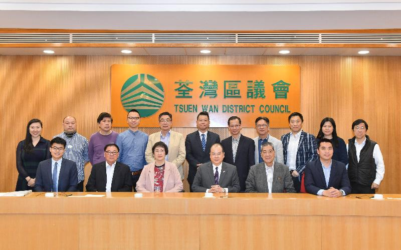 The Chief Secretary for Administration, Mr Matthew Cheung Kin-chung, met with members of the Tsuen Wan District Council today (March 26). Mr Cheung (front row, third right) is pictured with the Chairman of the Tsuen Wan District Council, Mr Chung Wai-ping (front row, second right); the Vice Chairman of the Tsuen Wan District Council, Mr Wong Wai-kit (front row, first right); the District Officer (Tsuen Wan), Miss Jenny Yip (front row, third left); and members of the Tsuen Wan District Council.