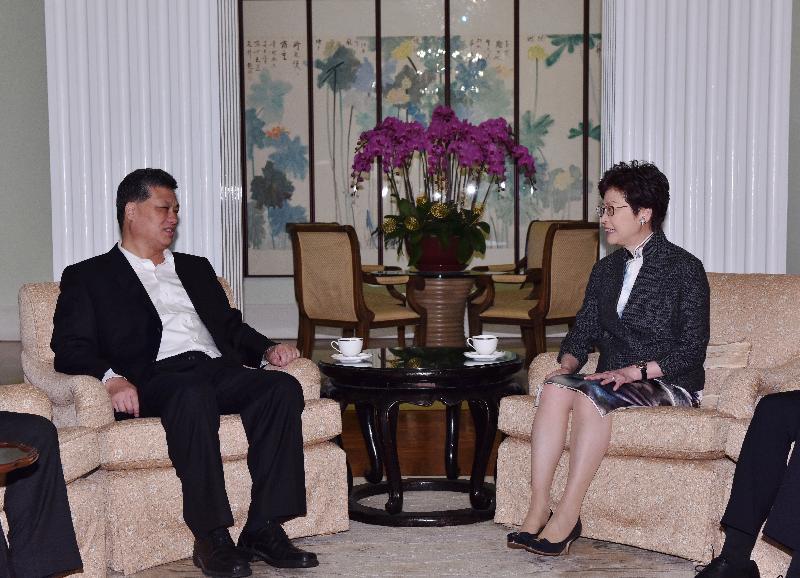 行政長官林鄭月娥(右)今早(三月二十八日)在禮賓府與廣東省省長馬興瑞(左)會面。