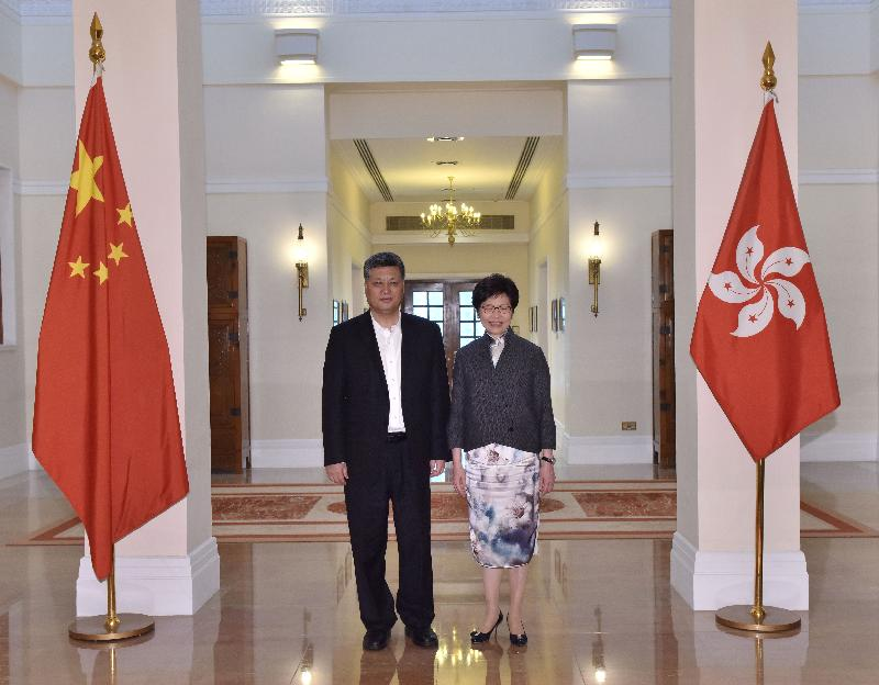 The Chief Executive, Mrs Carrie Lam (right), met the Governor of Guangdong Province, Mr Ma Xingrui (left), at Government House this morning (March 28).