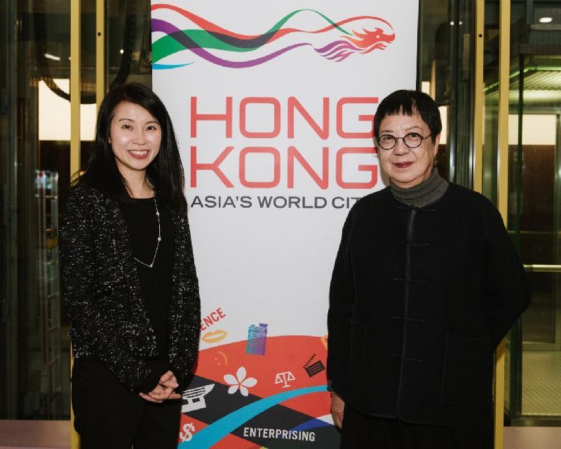 導演許鞍華(右)和香港駐柏林經濟貿易辦事處處長何小萍於三月二十四(柏林時間)出席在德國柏林舉辦的許鞍華電影放映會。