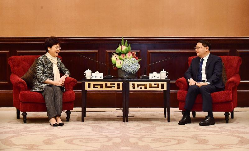 行政長官林鄭月娥(左)今日(三月二十九日)在深圳與深圳市委書記王偉中會面。