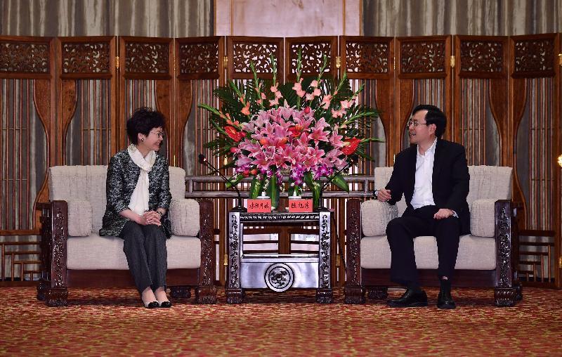 行政長官林鄭月娥(左)今日(三月二十九日)在中山與中山市委書記陳旭東會面。