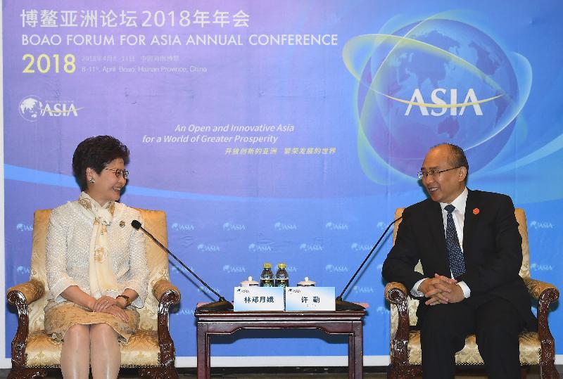 行政長官林鄭月娥(左)今日(四月九日)在海南出席博鰲亞洲論壇2018年年會期間,與河北省省長許勤會面。