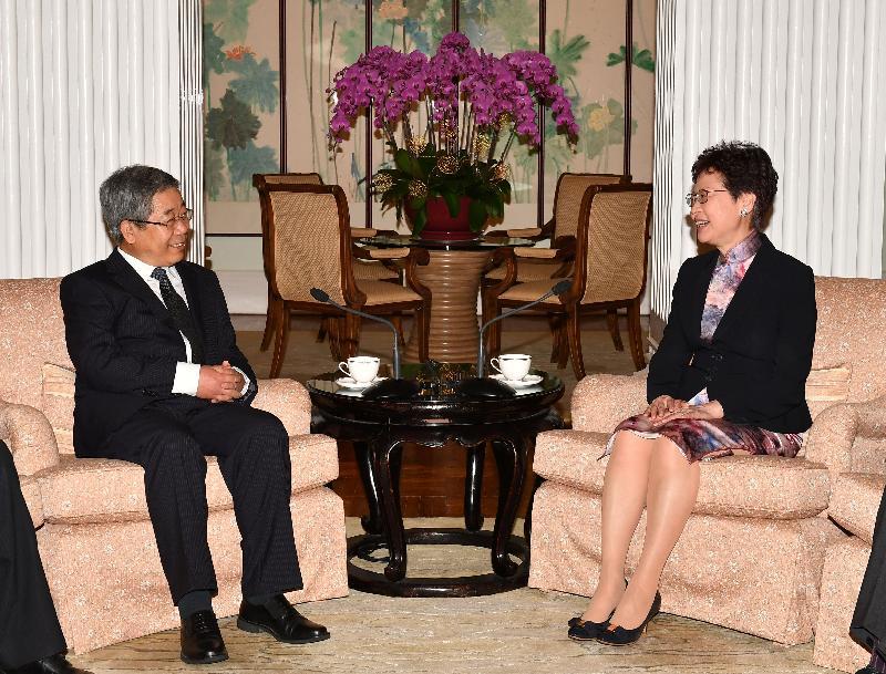 行政長官林鄭月娥(右)今日(四月十四日)在禮賓府與國家教育部部長陳寶生(左)會面。