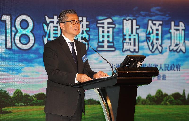 財政司司長陳茂波今日(四月十七日)在2018滇港重點領域合作推介會致辭。