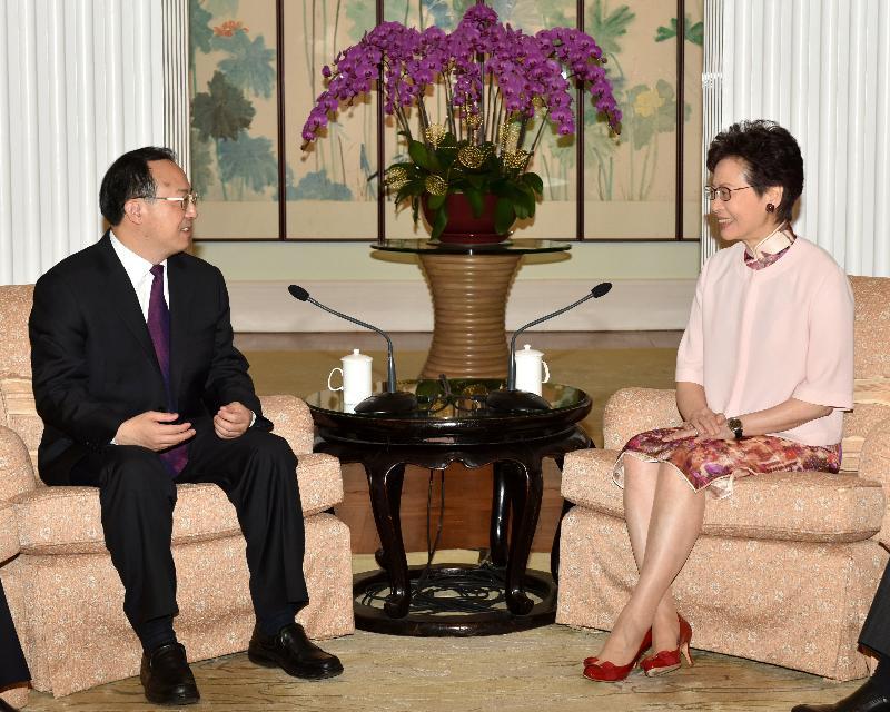 行政長官林鄭月娥(右)今日(四月十九日)傍晚在禮賓府與江蘇省省長吳政隆(左)會面。