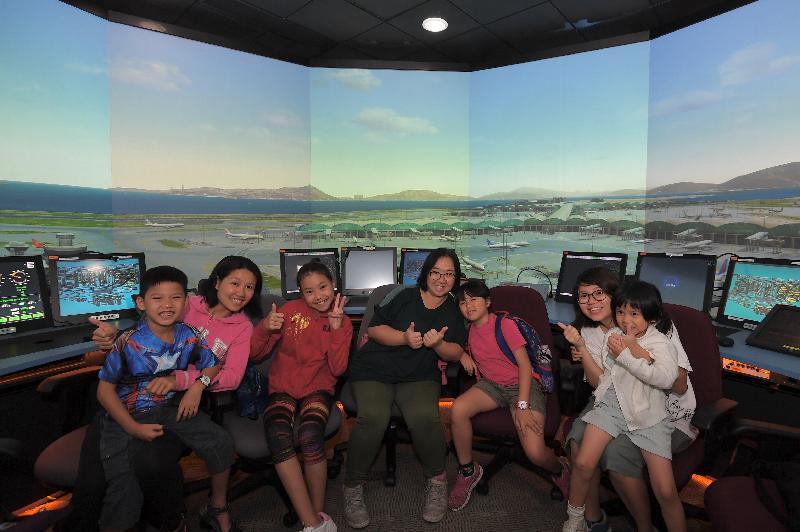 為期四日的民航處總部開放日今日(四月二十五日)圓滿結束,其間民航處首次開放塔台模擬器,讓公眾入內參觀。