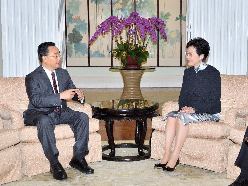行政長官林鄭月娥(右)今日(四月二十七日)早上在禮賓府與甘肅省省長唐仁健(左)舉行早餐會議。