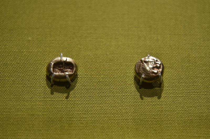 香港歷史博物館本年度重點展覽「奢華世代:從亞述到亞歷山大」明日(五月九日)起舉行。圖示早期錢幣(大英博物館藏品)。