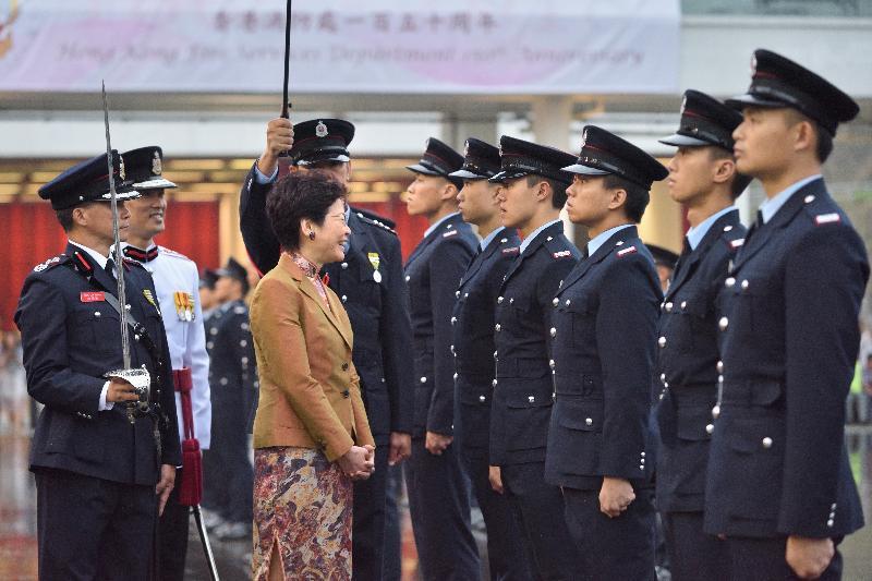 行政長官林鄭月娥(左二)今日(五月九日)在消防及救護學院出席香港消防處150周年大會操。
