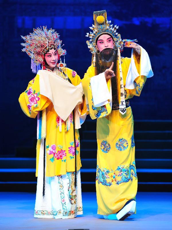 上海崑劇團的《長生殿》將於六月十四日至十七日在香港文化中心大劇院公演,是為康樂及文化事務署「中國戲曲節」的開幕節目。