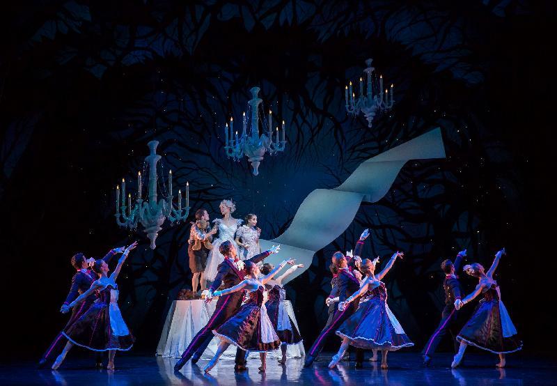 每年一度的大型藝術節「國際綜藝合家歡」於七月六日至八月十二日舉行,帶來富啟發性及賞心悅目的節目,與市民共度暑假。英國蘇格蘭芭蕾舞團把經典格林童話改編,演出開幕節目《糖果屋歷險記》。