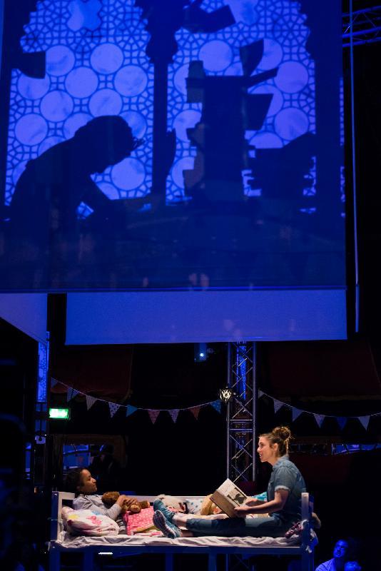 每年一度的大型藝術節「國際綜藝合家歡」於七月六日至八月十二日舉行,帶來富啟發性及賞心悅目的節目,與市民共度暑假。英國沖天飛劇團將演出多媒體雜技劇場《唔肯瞓.四圍騰》。