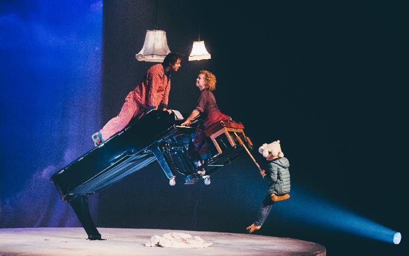 每年一度的大型藝術節「國際綜藝合家歡」於七月六日至八月十二日舉行,帶來富啟發性及賞心悅目的節目,與市民共度暑假。比利時德芬馬戲團演出《琴琴轉.咩咩園》,以鋼琴音樂搭配雜技動作,反轉劇場。