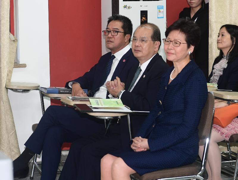 行政長官林鄭月娥(右)今日(五月十一日)下午在成都出席發展局主辦的「5‧12援建 – 過去‧現在‧未來」分享會。旁為政務司司長張建宗(中)和發展局局長黃偉綸(左)。