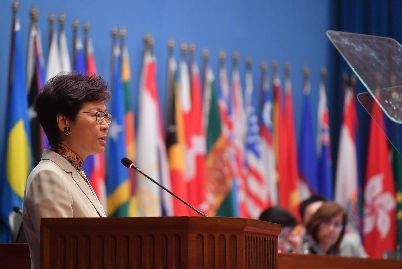 行政長官林鄭月娥今日(五月十四日)在泰國曼谷出席聯合國亞洲及太平洋經濟社會委員會第七十四屆會議部長級會議的開幕環節。圖示林鄭月娥作主題發言。