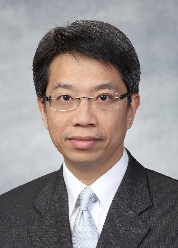 現任香港駐美國總經濟貿易專員梁卓文將於二○一八年六月十二日出任商務及經濟發展局常任秘書長(通訊及創意產業)。