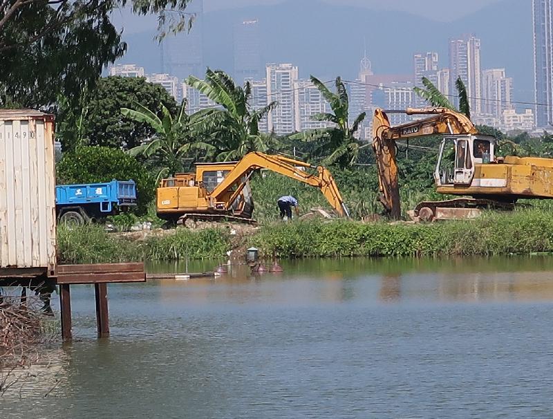 環境保護署去年十月發現有人在元朗「南生圍分區計劃大綱」的自然保育區進行非法傾倒建築廢料及推土工程。