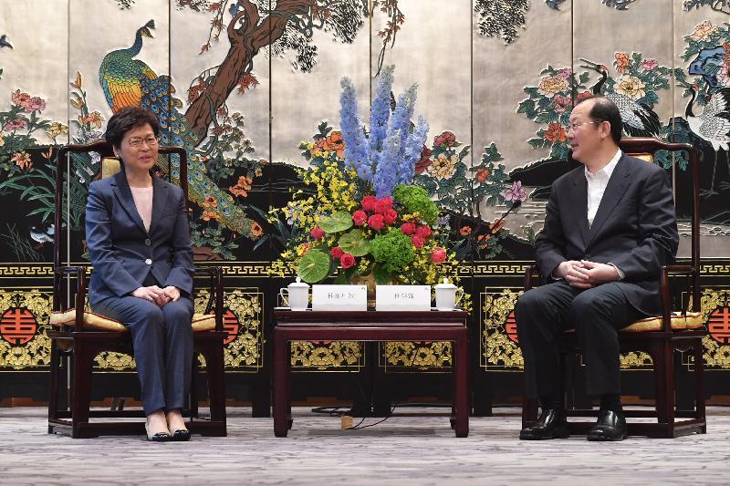 行政長官林鄭月娥(左)今日(五月十六日)在廣州與廣州市委書記任學鋒會面。