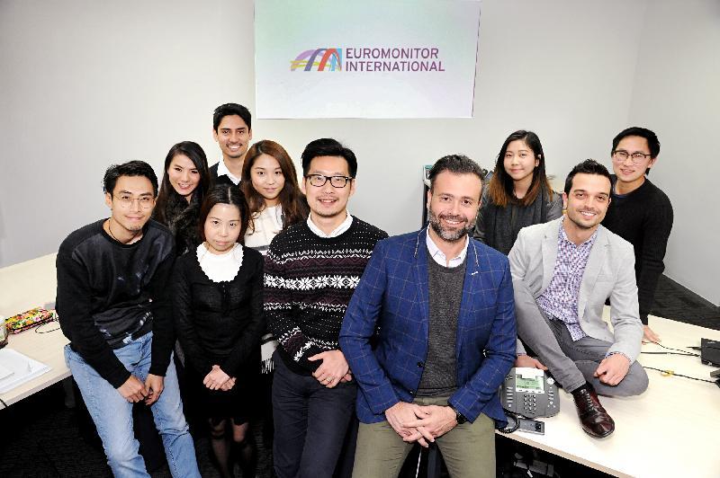 国际市场研究公司Euromonitor International在香港开设的办事处今日(五月十七日)正式开幕。图示该公司的香港总经理Agilson Valle(前右)及香港团队。