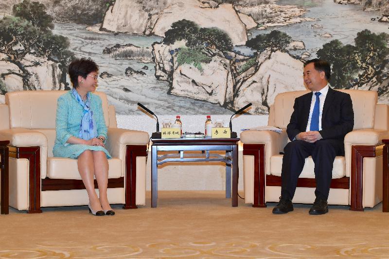 行政長官林鄭月娥(左)今日(五月十七日)在廣州與廣東省委書記李希會面。