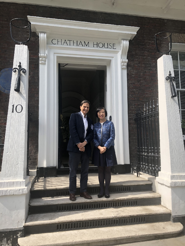 On her second day visit in London, the United Kingdom, the Secretary for Food and Health, Professor Chan, today (May 18, London time)  attended a round table discussion at Chatham House. Professor Chan (right) is pictured with Chatham House's Professor David Heymann.