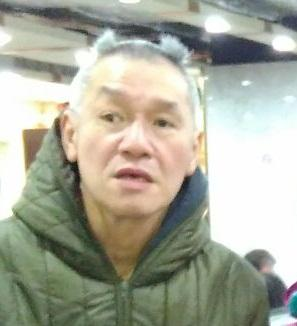 Yeung Kwong-yin is about 1.73 metres tall, 63 kilograms in weight and of normal build. He has a square face with yellow complexion and short straight white hair. He was last seen wearing a green jacket with checkered pattern, grey pants, grey sports shoes and carrying a green waist bag.