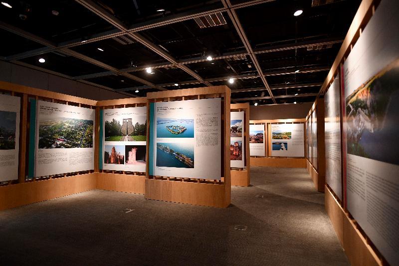 「中國世界文化遺產三十年圖片展」開幕典禮今日(五月二十九日)於香港文物探知館舉行。展覽以多幀珍貴圖片展示獲列入《世界遺產名錄》的中國世界文化遺產及文化和自然混合遺產。