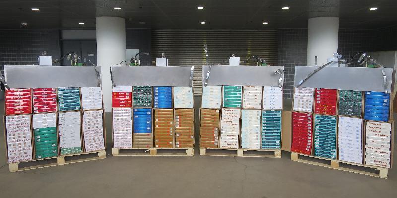 香港海關昨日(五月二十八日)在深圳灣管制站檢獲約八十五萬支懷疑私煙,估計市值約二百三十萬元,應課稅值約一百六十萬元。