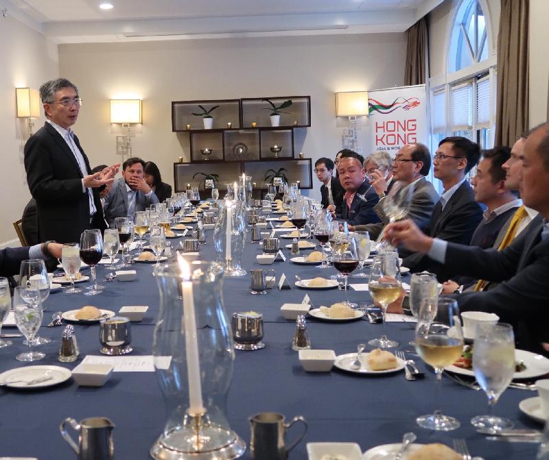 財經事務及庫務局局長劉怡翔(左一)五月二十九日(三藩市時間)在三藩市出席晚宴,向當地風險投資者介紹香港能為海外投資者帶來的龐大機遇。