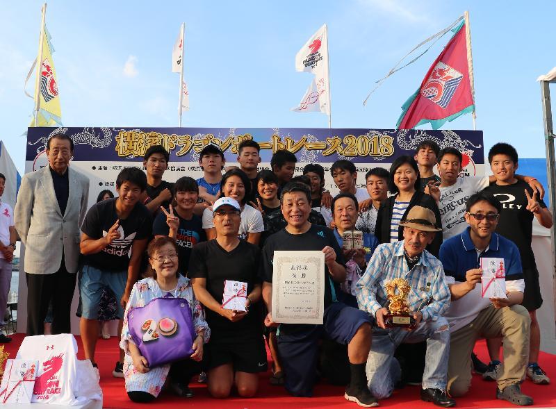 The Principal Hong Kong Economic and Trade Representative (Tokyo), Ms Shirley Yung (back row, fourth right), is pictured with the winning team of the Hong Kong Cup at the Yokohama Dragon Boat Races at Yamashita Park in Yokohama, Japan, today (June 3).