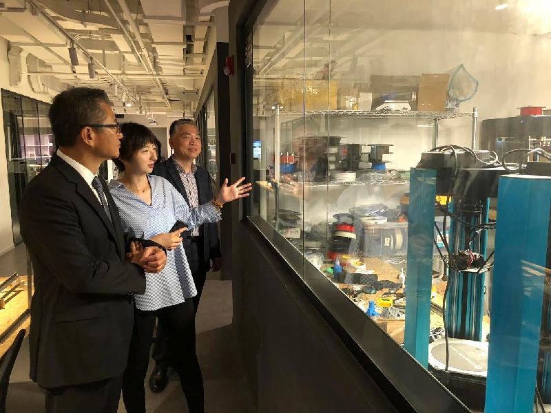 財政司司長陳茂波(左一)今日(六月七日)在上海參觀創智天地,了解上海初創企業生態環境的最新發展。