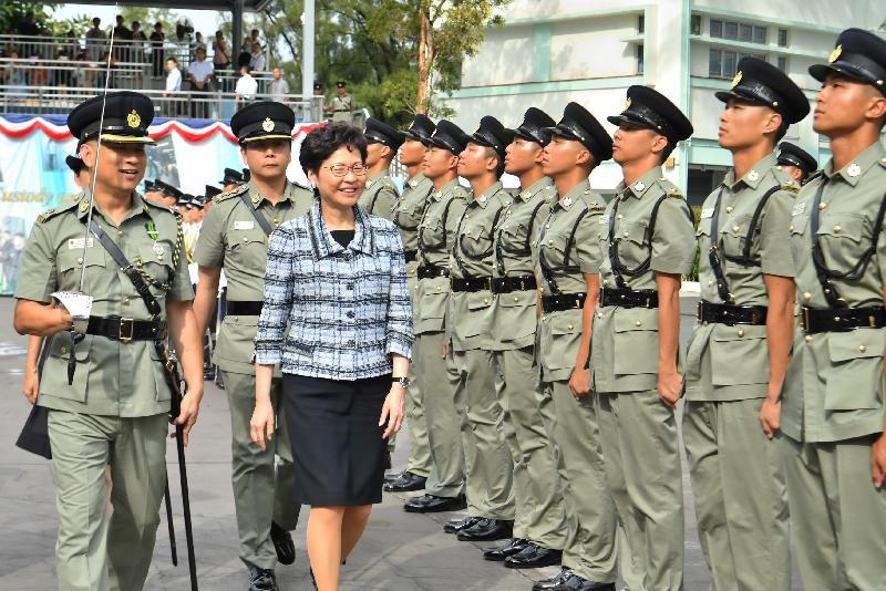 行政長官林鄭月娥今日(六月八日)在赤柱懲教署職員訓練院舉行的學員結業典禮上檢閱結業學員。