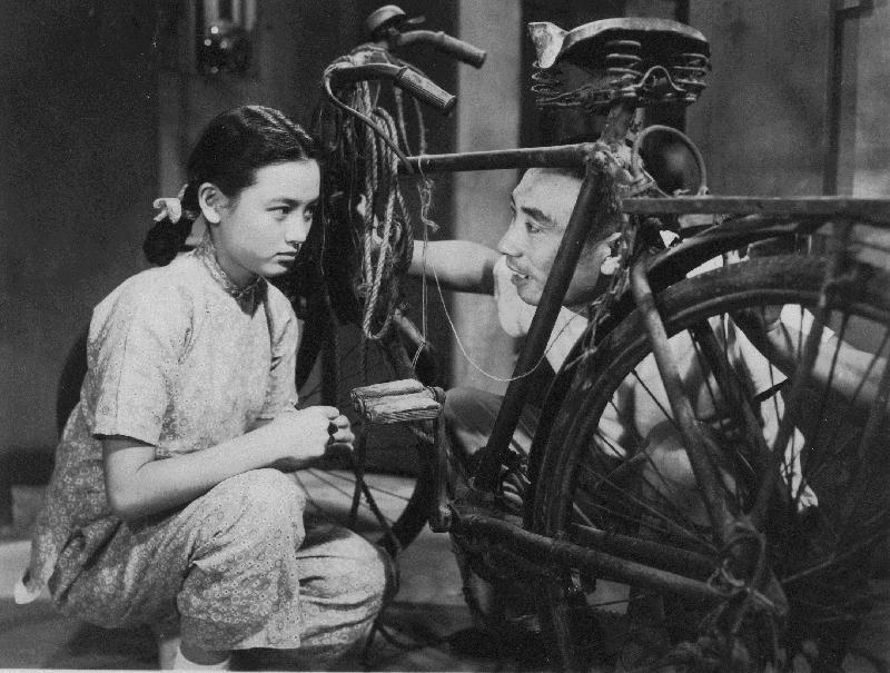 康樂及文化事務署香港電影資料館(資料館)的「[編+導] 回顧系列」,新一輯將以國語片巨匠李萍倩導演為焦點影人,於七月十四日至九月三十日在資料館電影院選映十八部李氏不同類型的作品。圖為《寸草心》(1953)劇照。
